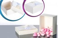 Хартиена кутия за бонбониера със сатенена панделка